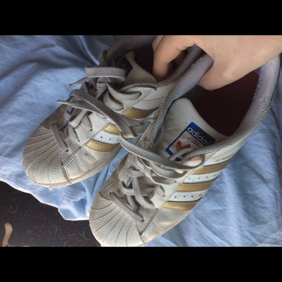 le adidas usato white superstar poshmark